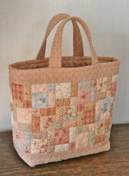 ローズグレイのバッグ