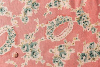 ピンクとブルーの布